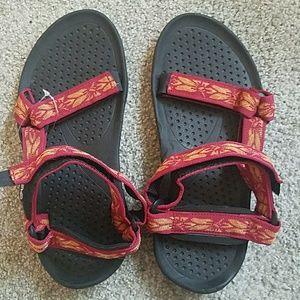 New flower design red TEVA sandals, Women's size 7